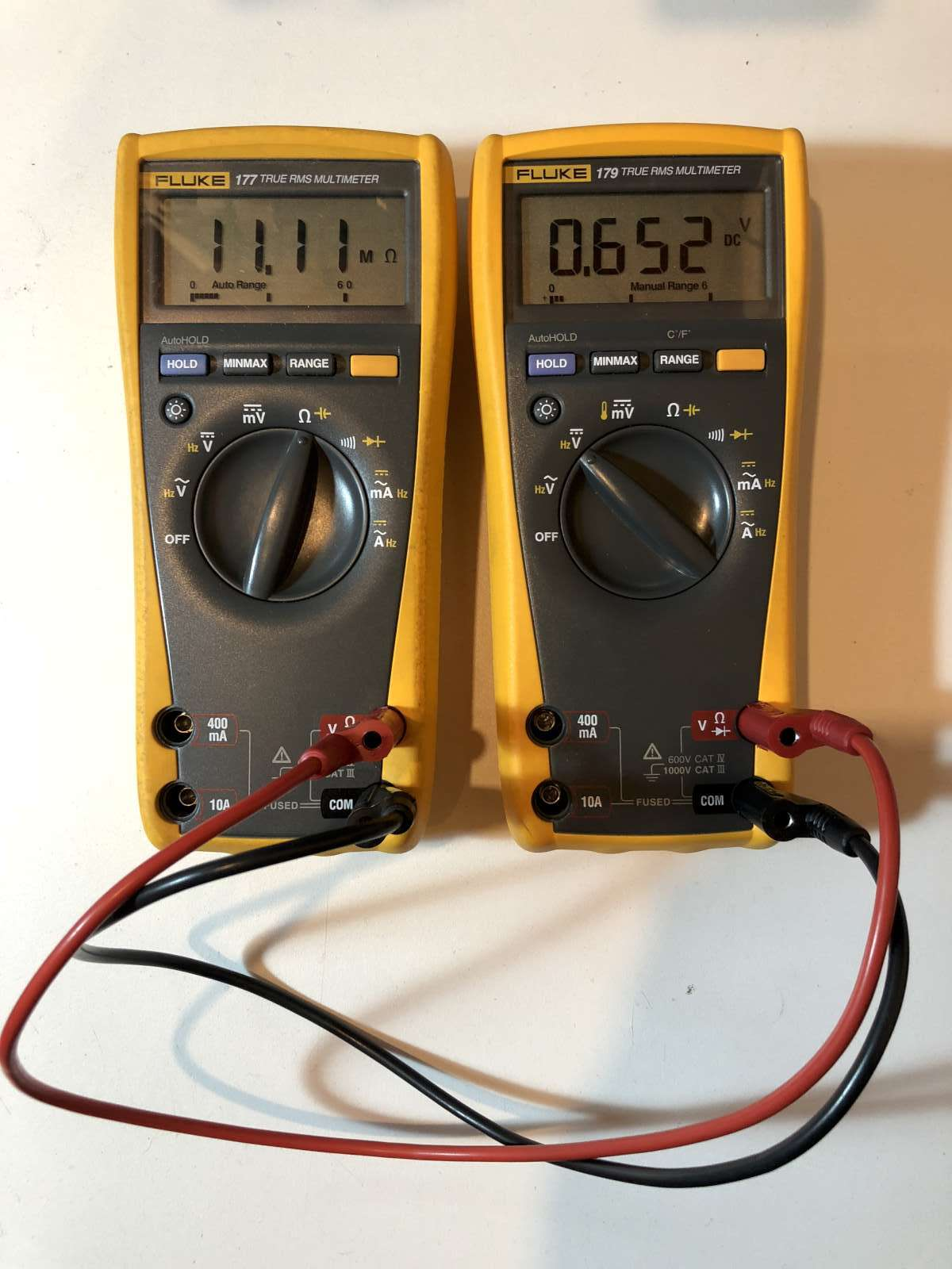 Measuring gigaohms with a simple multimeter